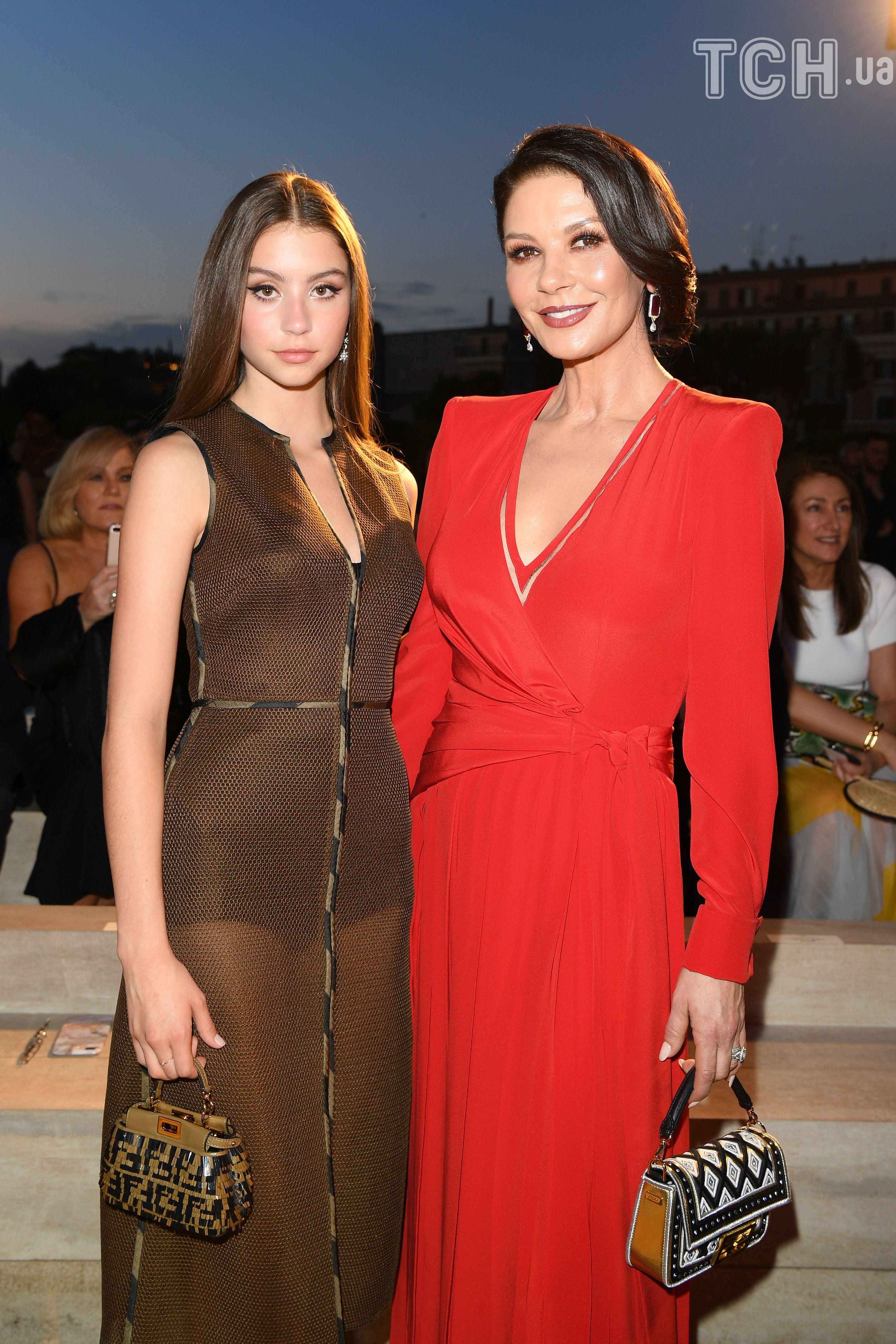 Кетрін Зета-Джонс з дочкою