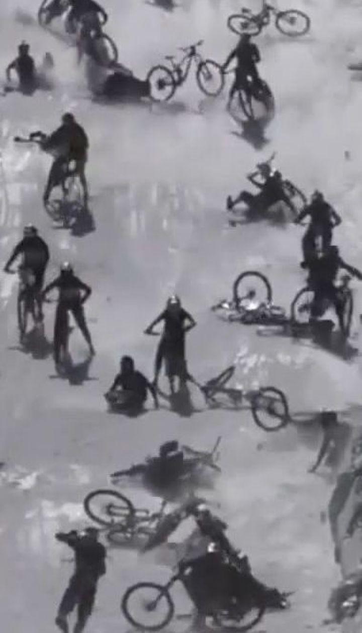 Велогонки на леднике во Франции превратились в ужасное месиво