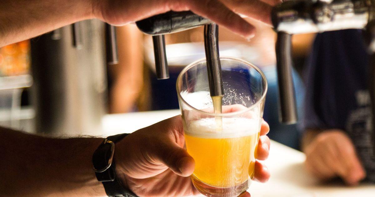 Від оброблення солоду до розливу в пляшки. Розповідаємо в одній картинці, як вариться пиво