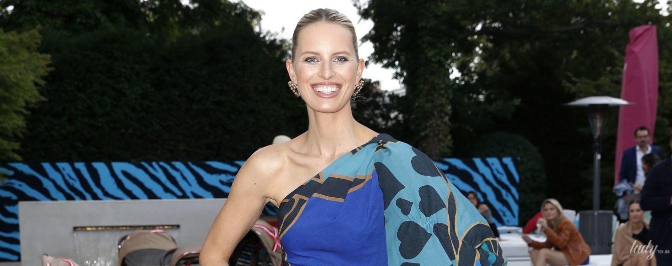 Роскошный образ: Каролина Куркова в платье Elie Saab сходила на барбекю