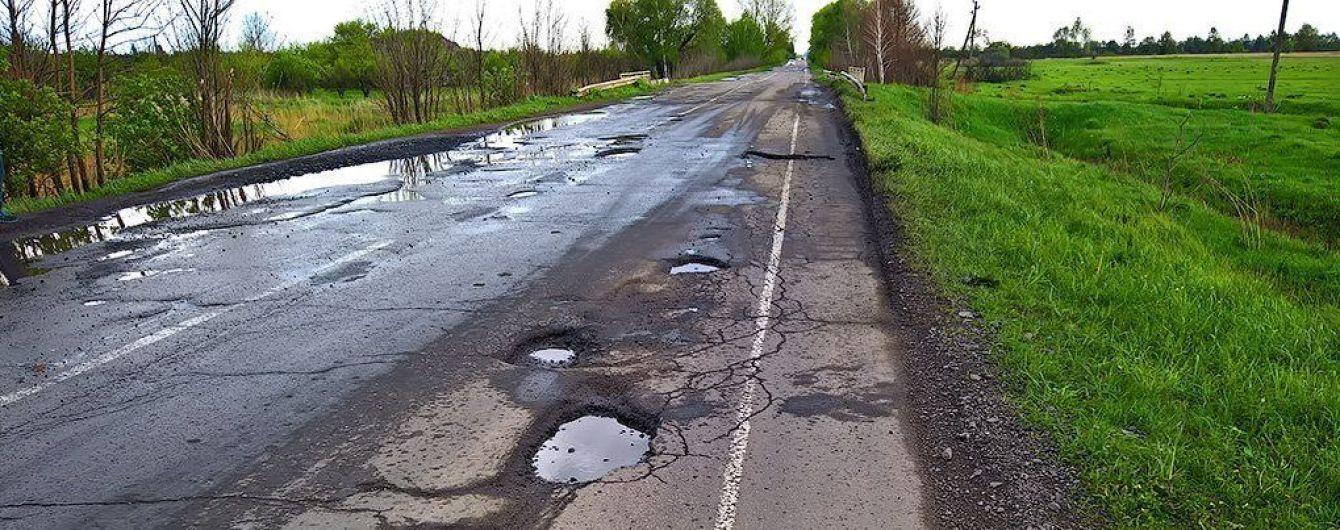 """В """"Укравтодорі"""" розповіли, як планують рятувати знищені місцеві дороги"""