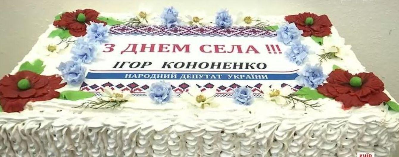 """У Києві напередодні виборів відкрили """"музей гречкосійства"""""""