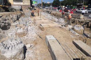 В Киеве устанавливают опоры нового Шулявского моста. Фото