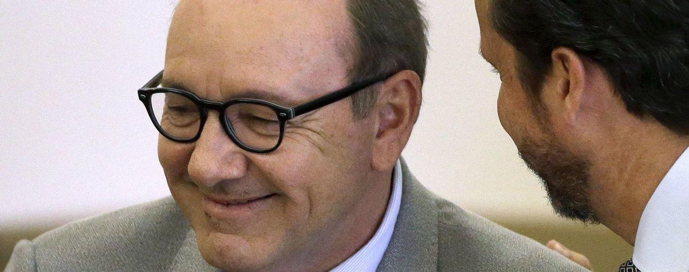 Мужчина, обвинивший Спейси в домогательствах, внезапно отозвал свой иск