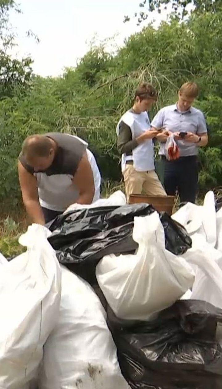 Волонтери влаштували прибирання на столичних островах, де відпочивають кияни