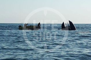 В Черном море затонуло перегруженное туристами судно – погибли люди