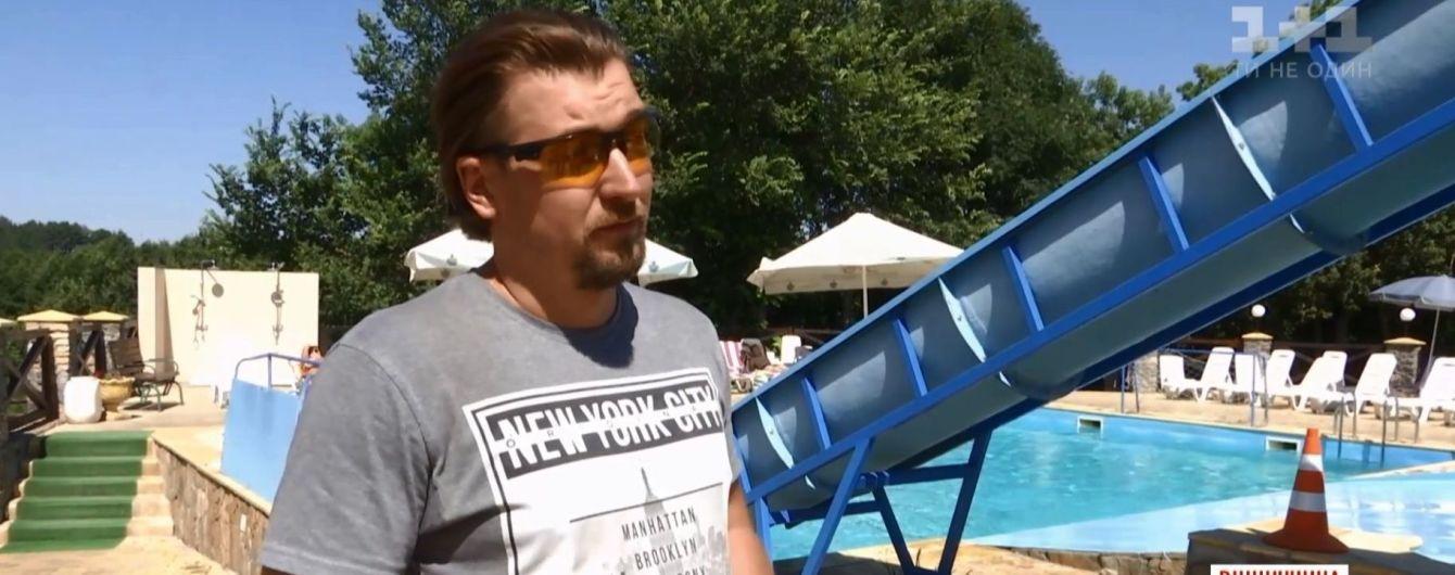 """На Винниччине отдыхающий вытащил из бассейна и """"откачал"""" 4-летнего ребенка, чьи родители пили неподалеку"""