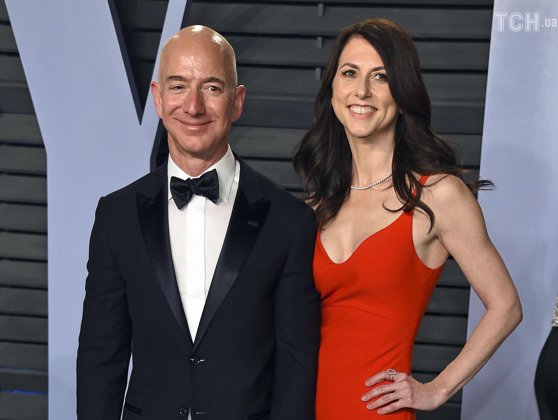 Безос официально развелся сженой иоставил ей4% Amazon