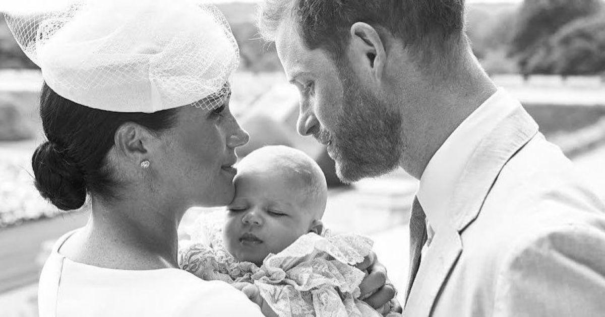 Герцогиня Сассекська і принц Гаррі показали знімки з приватної церемонії хрещення свого сина Арчі