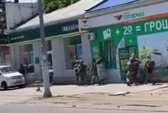 З'явилося відео штурму кредитної установи в Одесі, де чоловік тримав заручниць