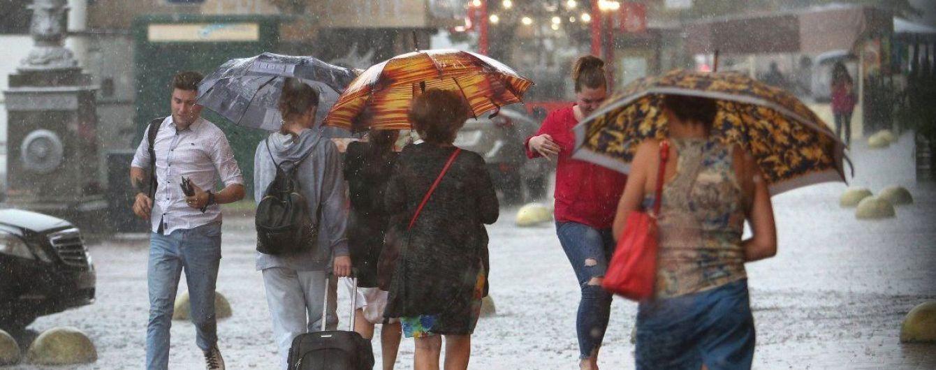 Штормовое предупреждение: часть Украины накроют ливни, шквалы, град и грозы