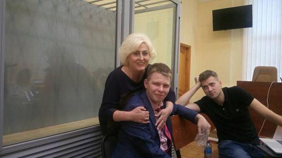 """Під Києвом обікрали оселю адвоката Штепи, Савченко, """"Топаза"""" й """"Терези"""""""