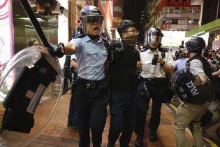 Полиция Гонконга применила дубинки против протестующих