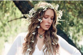 В белом платье и с венком на голове: Катя Осадчая предстала перед поклонниками в нежном образе