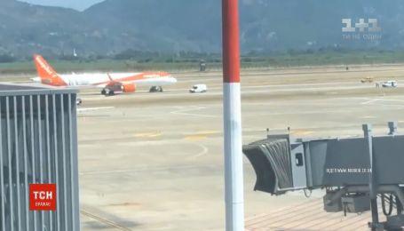 Літак з Лондона екстрено приземлився у Туреччині через повідомлення про мінування