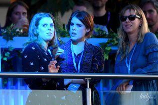 Обе в красивых платьях: принцессы Йоркские сходили на концерт Селин Дион в Лондоне