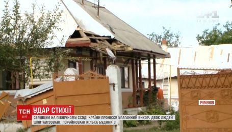 Огромный вихрь сносил все на своем пути в румынском поселке