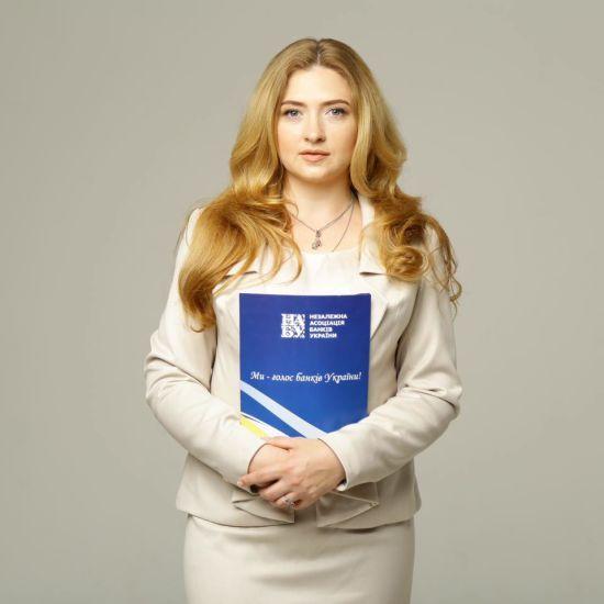 """Екскандидатка від """"Слуги народу"""" заявила про незаконне виключення з партії та погрози"""