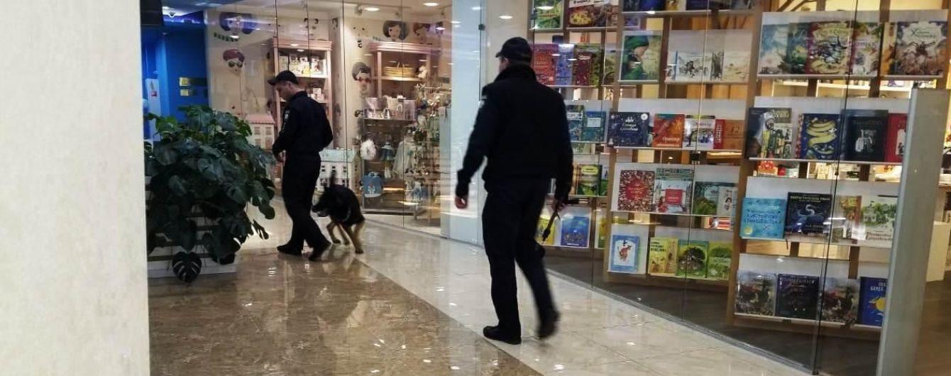 """В Одессе эвакуировали более тысячи человек из-за """"заминирования"""" двух торговых центров"""