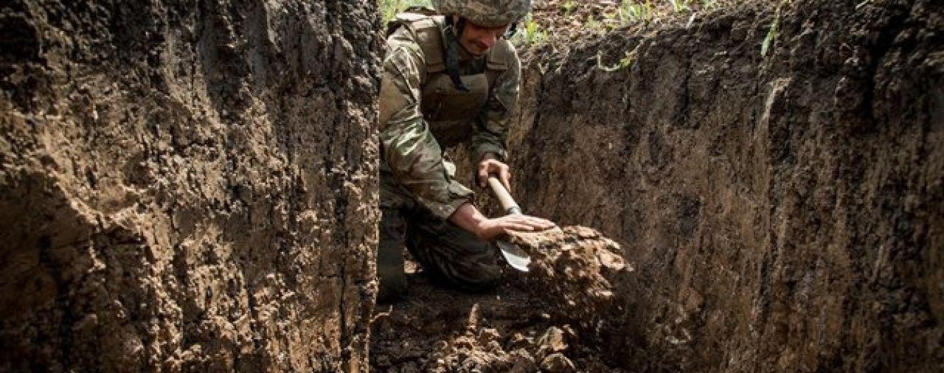 Террористы за сутки стреляли 10 раз: боец ООС погиб, еще двое ранены