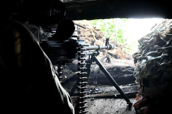 Терористи 9 разів порушували режим тиші: боєць ООС поранений