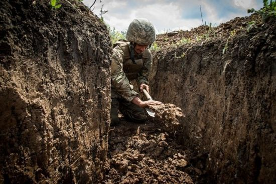 Терористи за добу стріляли 10 разів: боєць ООС загинув, ще двоє поранені