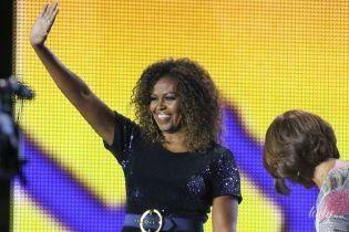 В дорогом блестящем комбинезоне: эффектная экс-первая леди США Мишель Обама на фестивале
