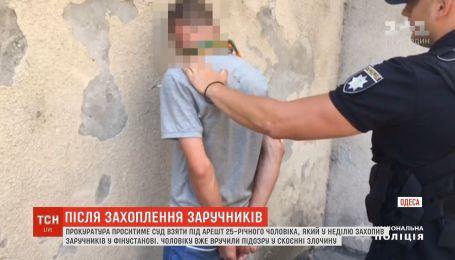 Прокуратура будет требовать ареста для мужчины, который захватил финучреждение в Одессе