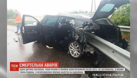На Харківщині автомобіль наштрикнувся на відбійник, є загиблі