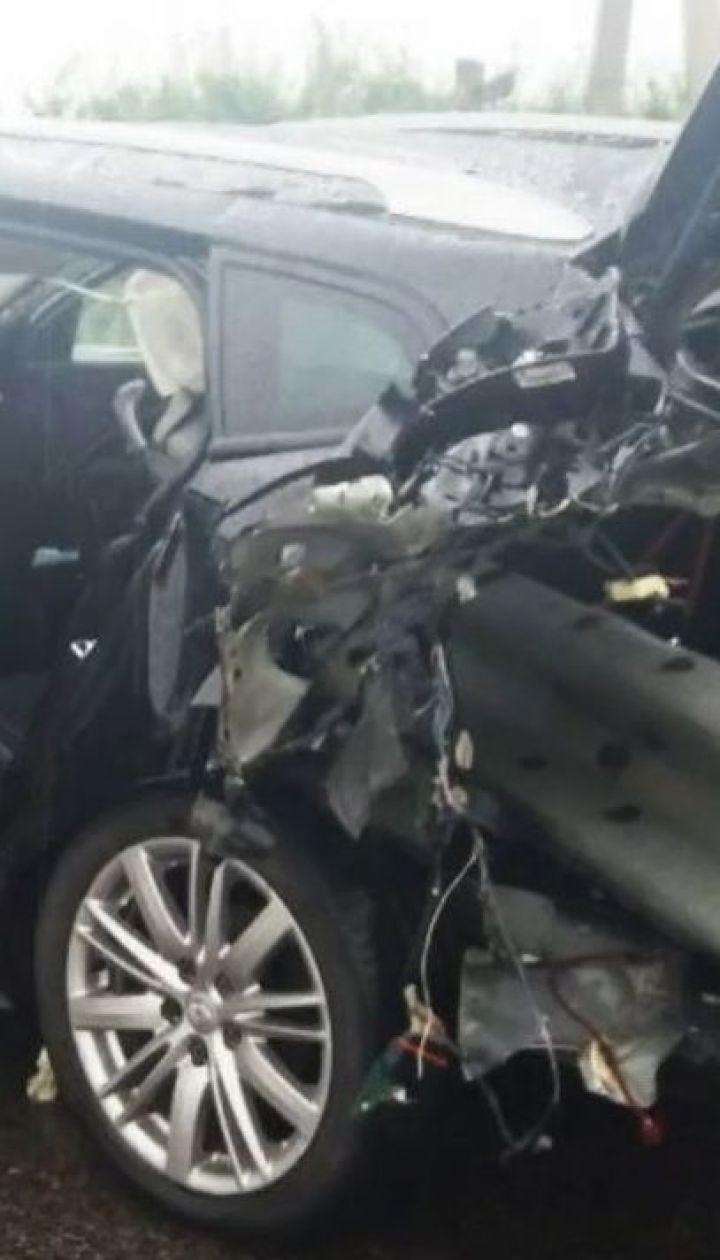 На Харьковщине автомобиль накололся на отбойник, есть погибшие