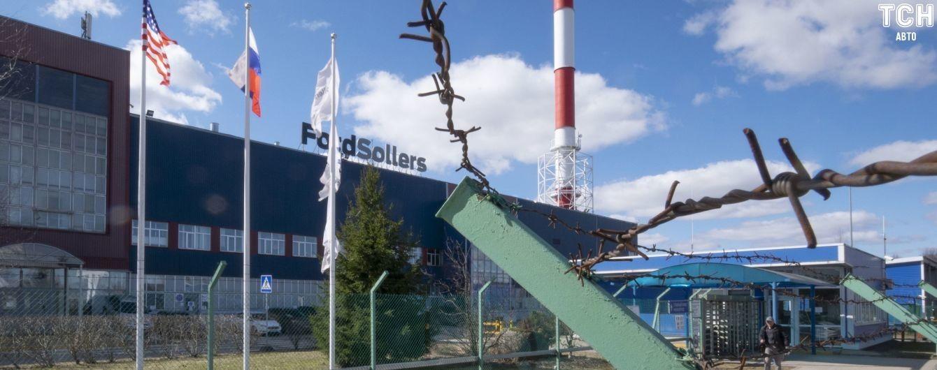 В России закрывают заводы Ford: рабочие массово митингуют