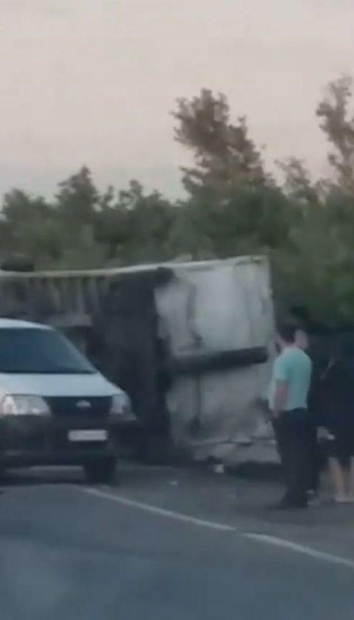 На трассе Киев-Одесса столкнулись два грузовика: оба водителя и пассажир погибли