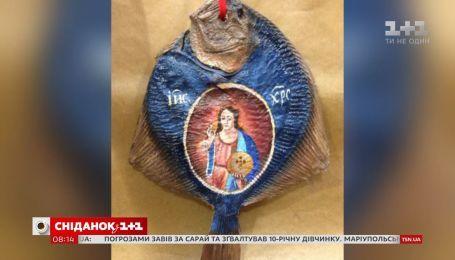 Иконы на сушеной рыбе: для чего в Херсоне рисуют изображения святых на камбале