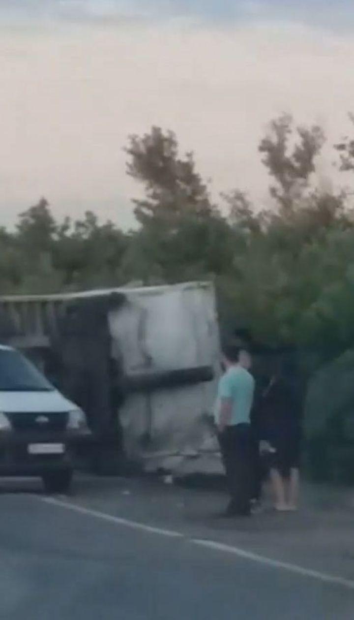 На трасі Київ-Одеса зіштовхнулись дві вантажівки: обидва водії та пасажир загинули