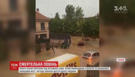 Смертельная непогода бушует в Испании: авто с мужчиной смыло водой