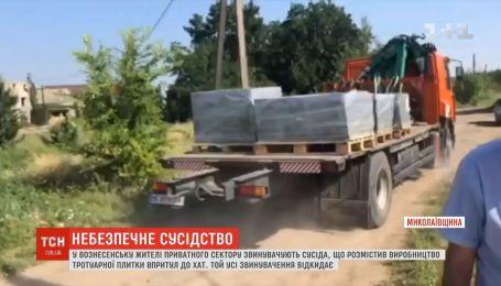 Жители частного сектора в Николаевской области жалуются на цех по изготовлению плитки