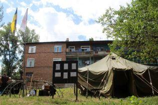 В треснувший дом в Лисичанске вернулись 12 человек, еще полсотни будут ночевать в палатках и в родственников