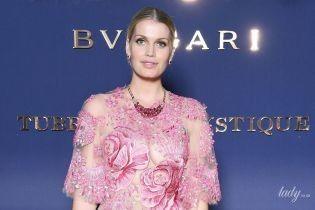 Светит декольте в прозрачном платье: Китти Спенсер на вечеринке в Италии