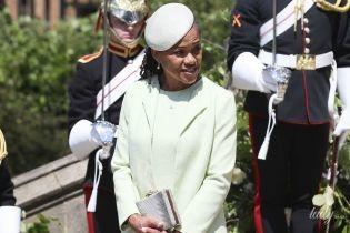 Їй пасує: мама герцогині Сассекської з'явилася на церемонії хрещення онука в пальті від улюбленого бренду