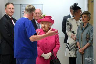 Королеву не затмила: герцогиня Глостерская вместе с Елизаветой II на мероприятии в Кембридже