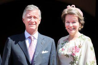 """У """"квітковій"""" сукні та мініатюрному капелюсі: новий образ королеви Матильди з туру Німеччиною"""