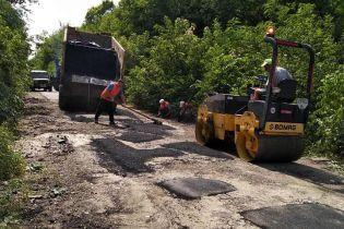 Закатали асфальт у землю. На Полтавщині обурені жахливим ремонтом важливої траси