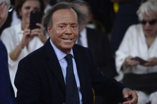 Хулио Иглесиаса признано отцом 43-летнего мужчины