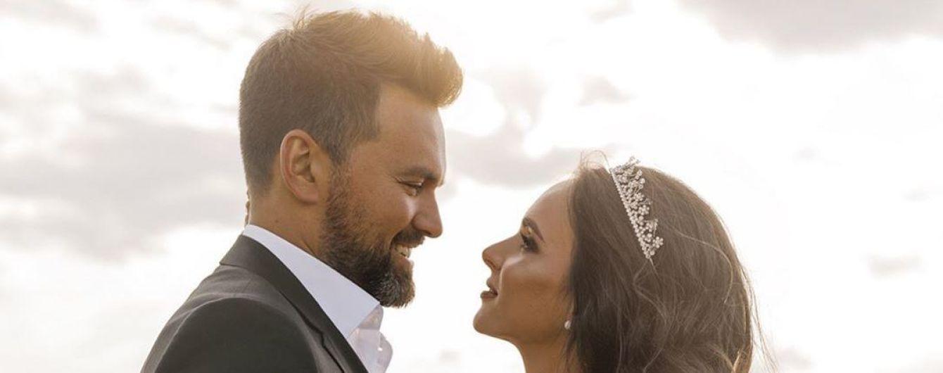 """Ведущий """"Евровидения-2017"""" Мирошниченко вместе с женой снялся в свадебной фотосессии"""