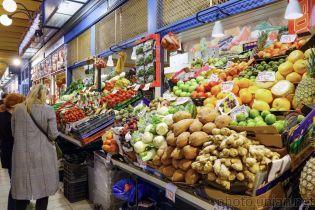 Почти половину своих доходов украинцы тратят на продукты - Госстат