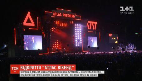 Українська естрада та 160 тисяч людей: як пройшов перший день Atlas Weekend