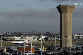 Лондонський аеропорт Ґатвік раптово зупинив роботу