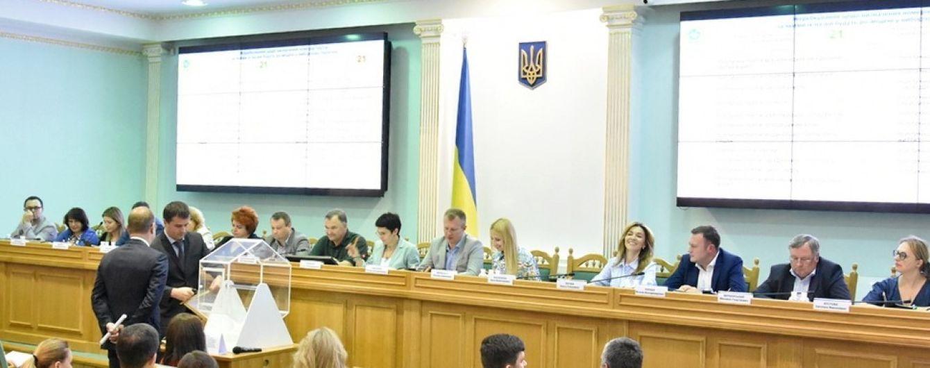 ЦИК массово снимает с выборов кандидатов в нардепы