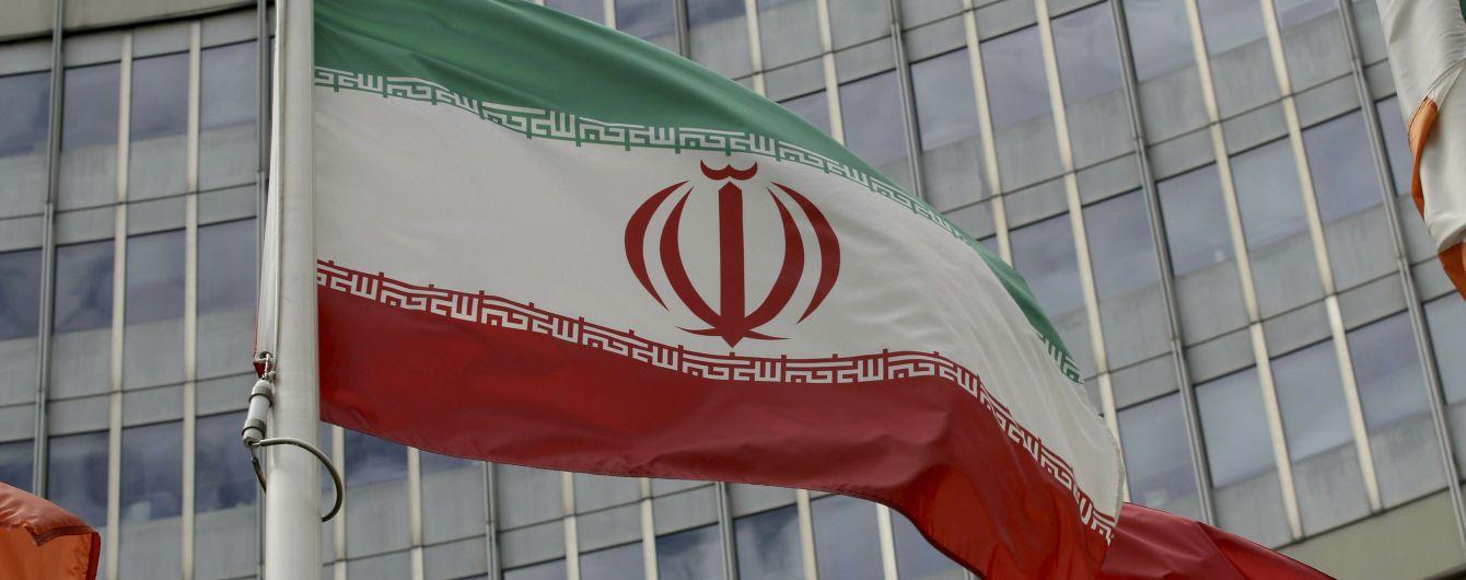 Иран продолжает экспортировать нефть, несмотря на санкции США - NYT