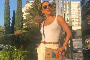 Вся в білому: Єва Лонгорія показала свій повсякденний стильний лук